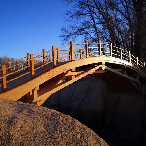 花旗松弧形,曲形,异形的胶合木桥梁