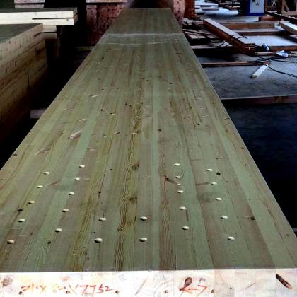 大跨度花旗松的胶合木